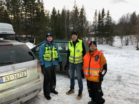 Frivillige fra Norsk Folkehjelp søker etter savnet mann i Bodø.