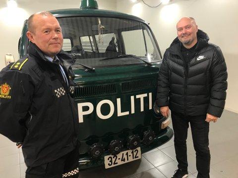 1970: Den grønne politibilen fra 1970, står i foajeen til Stadssalg i Bodø.