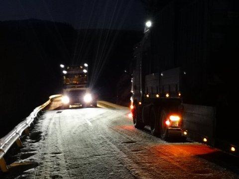 En trailer står fast i Bjerklia i Rana.