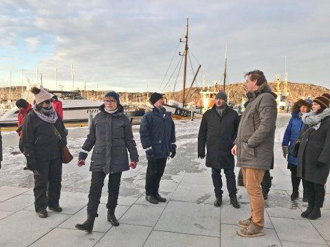 På byvandring med byplan konstaterer arkitekt Andreas Vaa Bermann (nr. 3 fra høyre) at Nerbyen er blitt omtrent etter planen som ble vedtatt i 2008.