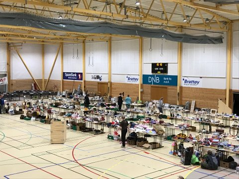 Dyrebeskyttelsen mottok 1.000 transaksjoner og solgte 200 møsbrømlefser under årets loppemarked i Mørkvedhallen.