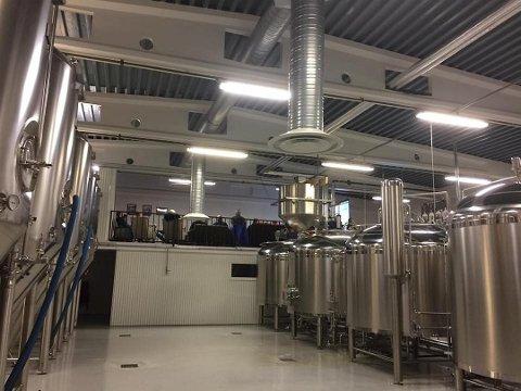 Voss Fellesbryggeri er konkurs. Slik ser det ut i produksjonslokalene i Brynalii. Foto: VOSS FELLESBRYGGERI
