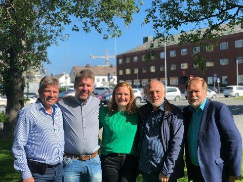 Fra venstrre: Gruppeleder i Ap Bjørnar Skjæran, gruppeleder SV Marius Jøsevold, ordfører Ida Maria Pinnerød, Randolv Gryt i SV og gruppeleder i KrF Arve Knutsen.