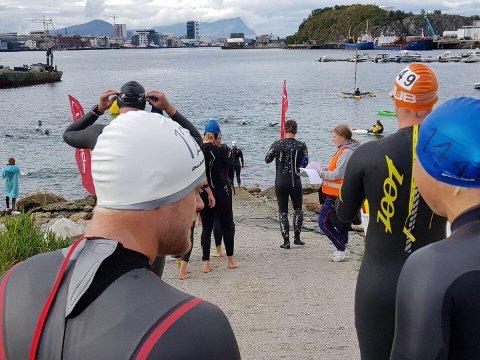Midnight Sun Triathlon måtte flyttes. Her rett før startskuddet klokken 10:00.
