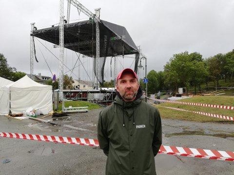 Festivalsjef Gøran Aamodt kontaktet politiet for å få sperret av området rundt scenen.
