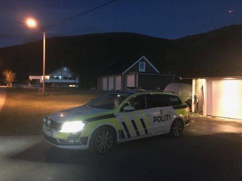 Politiet er på Skaug.