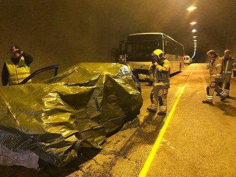 Bilen ble totalvrak etter frontkollisjonen med bussen.