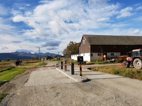 Privat bomstasjon: Torfinn Andreassen så ingen annen utvei enn å sette opp en privat bomstasjon, med eget adgangskontrollsystem. Konflikten mellom han og enkelte av hytteeierne har nådd nye høyder.