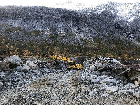 Godt i gang: Arbeidet med å bygge Raukfossen Kraftverk i Gjerdalen er godt i gang. Nå ønsker Nord-Salten Kraft AS å bli kvitt overskuddsmasser.