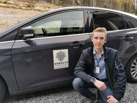 Ung etterforsker: Simen Weberg (21) startet selskapet Nordlys etterforskning for tre år siden. I dag har knyttet til seg etterforskere over hele landet. Omtrent halvparten av sakene selskapet tar omhandler utroskap.