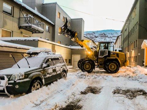 Store snømengder: I helgen og natt til mandag har det kommet mengder med snø i Nordland og indre Salten, og med det er brøytesesongen for fullt i gang å regne.