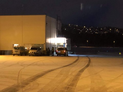 Det er full utrykning til Tromsø lufthavn tirsdag morgen.