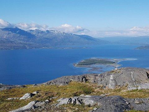 Misværfjorden skal ikke skjemmes av båtvrak. Nå vil kommunedelsutvalget ha hjelp fra kommunen til å rydde opp.