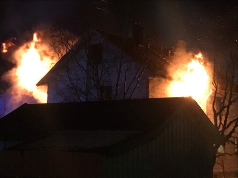 Slik så det ut da brannen sto på som verst. Foto: Privat
