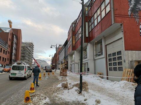Det er rett over Scandic Bodø at politiet har sperret fortauet.