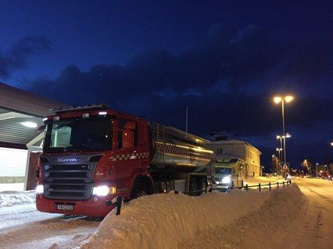 Nødetatene rykket ut til melding om branntilløp i et lokomotiv i Mosjøen. Foto: Stine Skipnes, Helgelendingen