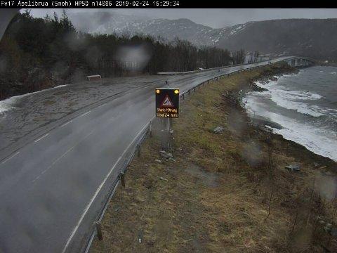 Vegvesenets værmåler viser 24 m/s ved Åselibrua i Bodø, søndag ettermiddag.