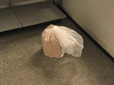Den aktuelle pakken ble sjekket av politi og brannvesen.