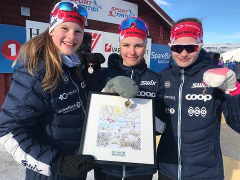 Pernille Amundsen, Marie Risvoll Amundsen og Marte Alstad-Larsen kunne juble for gull i NNM.