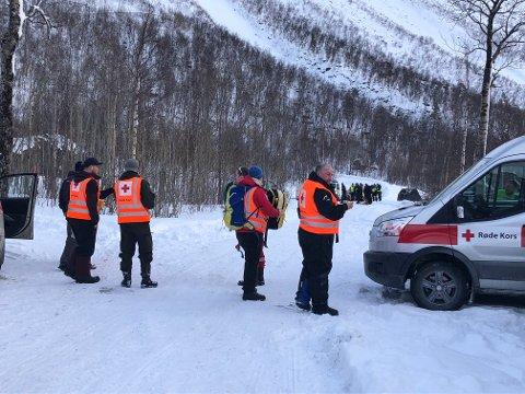 Stilte mannsterke: 45 frivillige fra Røde Kors ble tilkalt i forbindelse med skredulykken ved Durmålstinden i Sørfold kommune, der to menn fra indre Salten mistet livet i hver sin anleggsmaskin som ble tatt av snøskredet.