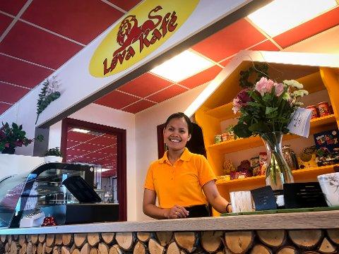 Reina Arntsen (28) har tatt over kafeen i servicebygget på Smiholmen og døpt den om til  Løva Kafe.