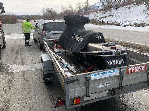 Statens vegvesen vil følge med på skuterfrakten i påska. Her var alt i orden, skuteren er godt sikra på tilhengeren.