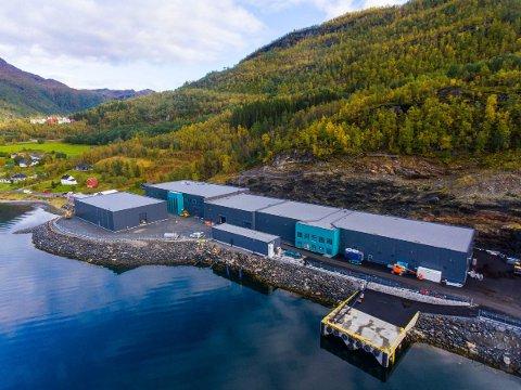 Verdens mest avanserte landbaserte anlegg for stamfisk og rognproduksjon står klart. 22. mai er det åpning i Kobbelv. Foto: Presse