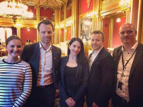 Arbeidsgruppen består av (f.v): Marte Monstad, Jon Helgheim, Kassandra Petsa, Lavrans Kierulf og Kristian Larsson.  Foto: Privat