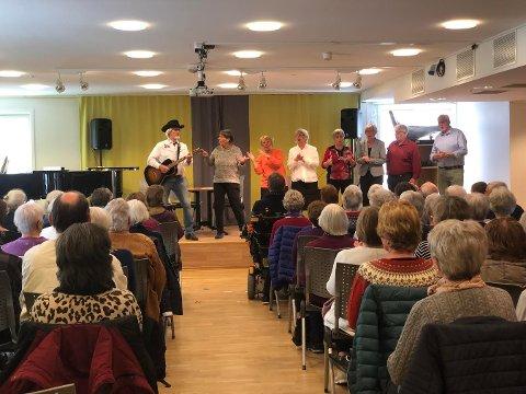 Underholdt: Pensjonistrevyen underholdt på Latterdagen på Tusenhjemmet.