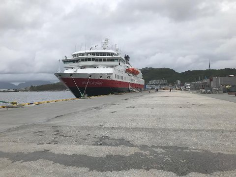 """Hurtigruteskipet """"Nordnorge"""" lå lørdag fortsatt til kai i Bodø."""