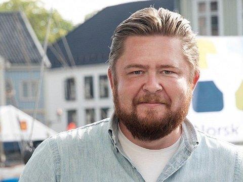 JUBLER: Jens Folland i Norsk Sjøoffisersforbund er meget fornøyd med at myndighetene snur, og gir dem medhold i at det trengs en overstyrmann på ferjen.