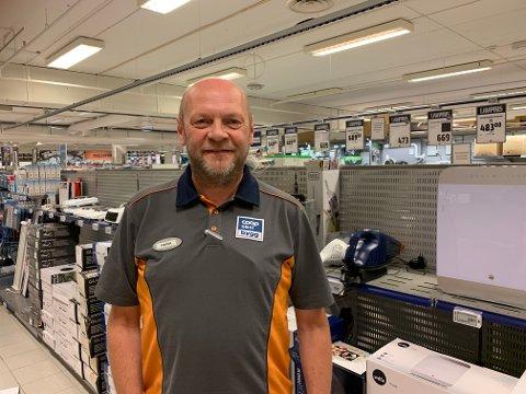Frank Evjen, salgsleder ved Coop Obs-bygg forteller at pågangen har vært stor på grunn av ekstremvarmen.