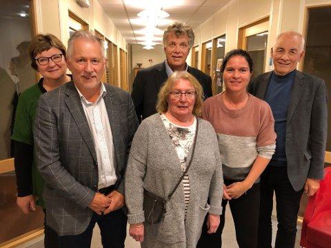 Historisk valg: May Valle (t.v.), Leeif Harald Olsen, Jan-Folke Sandnes, Rigmor Lien, Heidi Kalvåg og Filip Mikkelsen utgjorde det første valgstyret for nye Hamarøy kommune.