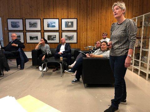 Orienterte: Økonomisjef Ann Aashild Hansen orienterte fellenemnda for nye Hamarøy om statusen på ulike områder i forkant av sammenslåingen av Hamarøy og Tyfjords vestside fra 2020.
