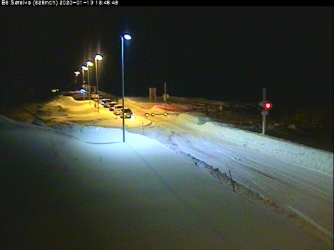 På bildet kan vi se at bommen er nede ved Sørelva, på vei opp mot Saltfjellet fra nord. Årsaken er at fjellet er stengt på grunn av uvær.