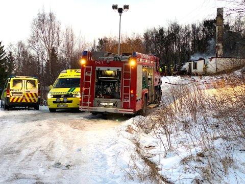 Lite å gjøre: Bolighuset på Bognes var allerede overtent da brannmannskapene kom fram. Dagen etter ble den omkomne funnet i brannruinene.