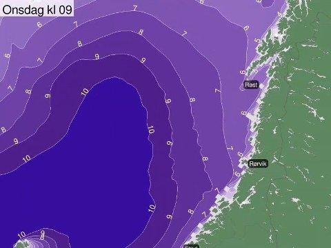 BLÅSER OPP: Onsdag kveld er det ventet bølger opp mot 14 meter utenfor Trøndelag, ifølge meteorologene. Foto: (Meteorologisk institutt/Yr)