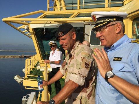 Politidirektør Odd Reidar Humlegård besøkte Siem Pilot sammen med generalmajor Yngve Odlo, sjef for operasjonsstaben ved Forsvarets Operative Hovedkvarter.  Foto: Politiet / NTB