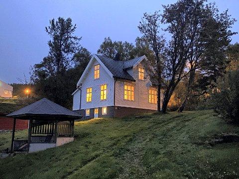 Dikterstua: Knut Hamsun bygde dikterstua på Oppeid mens han drev gården Skogheim  samtidig som han skrev bøker.  Nå skal bygget få nytt liv.