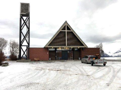 44 år gammel: Nordfold kirke er en langkirke som snart blir uten tårn. Den ble oppført i 1976 etter at den gamle kirken som lå på samme tomt brant ned på nyåret i 1975. Kirken er oppført i tre og har 260 sitteplasser.