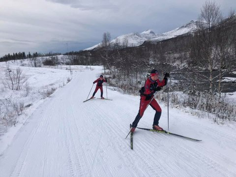 Snødekket har lagt seg godt på skistadion i Valnesfjord.