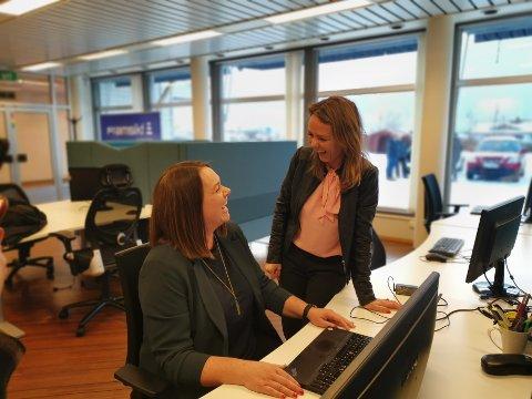 VIL HA FLERE MEDARBEIDERE: Åsa Elvik, her med distrikts- og digitaliseringsminister Linda Hofstad Helleland, ønsker flere medarbeidere i selskapet Framsikt AS. Nå åpner de nytt bodøkontor og søker én ny medarbeider, med muligheter for enda flere i framtiden.
