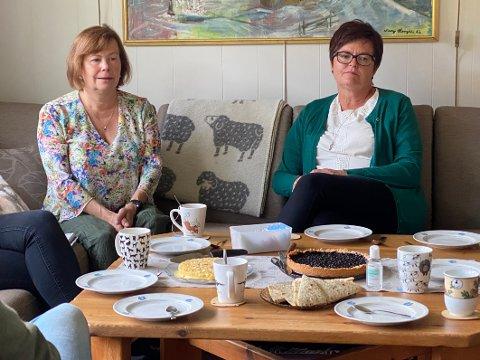 Ble orientert: Stortingsrepresentantene Siv Mossleth og Heidi Greni fra Sp ble orientert om planene for å gjøre skolen på Drag til samisk profilskole under et besøk tidligere i høst.