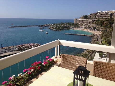 Utsikt over Anfi Del Mar fra leilighetskomplekset Monte Marina i Patalavaca.