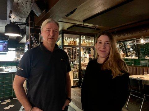 Kjetil Ove Småge (54) og Maren Ronaldson (31) er fortvilt over at pandemien rammer utelivsbransjen hardt.
