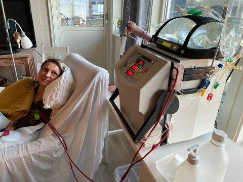 Hjemmedialyse: Stina Isabel A. P. Nordine er blant de første, i alle fall i Nordland, som har fått tilgang på dialyseutstyr hun kan bruke hjemme.