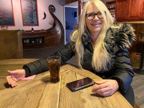 Forelsket: Lillian Molstad-Andresen kom til Steigen første gang i september 2014. Da leide hun en liten hytte på Naustholmen. Der ble hun værende i to år, jobbet som frilansfotograf og forelsket seg fullstendig i Steigen. Nå har hun solgt hus og hjem i Drammen og satser på næringsutvikling for å bidra til vekst og utvikling i sin nye hjemkommune.