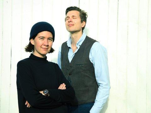 Moderne: Christine Henriksen fra Finnsnes og Hallvard Høiberg fra Notodden utgjør duoen De Ubrukelige. De framfører moderne visemusikk.