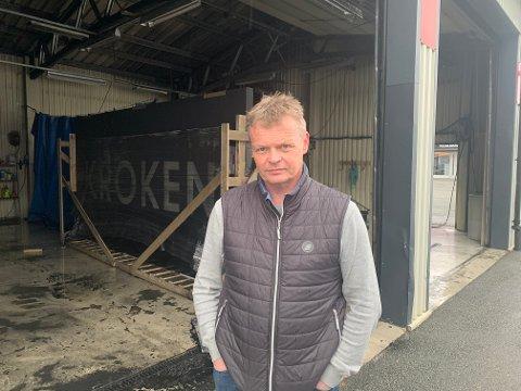 VERDIER TAPT: Torben Hansen er daglig leder ved Kroken Caravan. Han melder at verdier gikk tapt under brannen, men han har ikke oversikt over kostnadene.