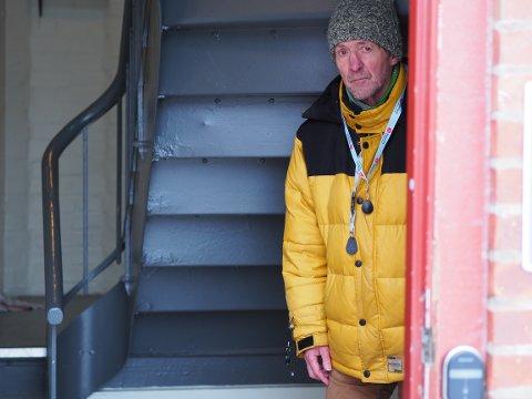 UFØR: Manfred Kumschlies sliter med Parkinson-sykdom og er avhengig av sykkelen. Han hadde plassert denne i gangen, og ble sjokkert vitne til at kommunen kastet sykkelen i en container og kjørte den på fyllingen.